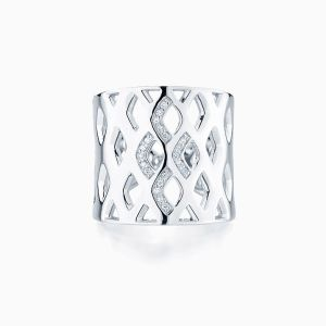 Ecksand Diamond Cuff Ring face