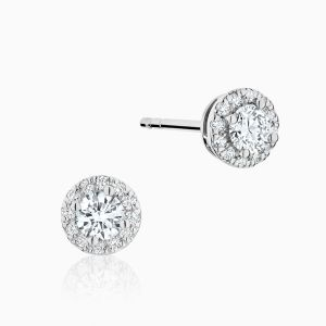 Front View of the Ecksand Pure Diamond Stud Earrings Face