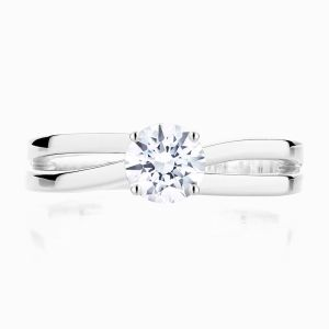 Front view of Ecksand Split shank round cut diamond solitaire ring