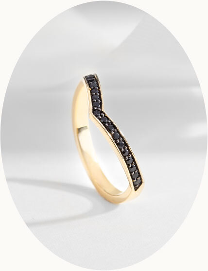 The Ecksand North V-Shaped Black Spinel Bangle Bracelet in Yellow Gold