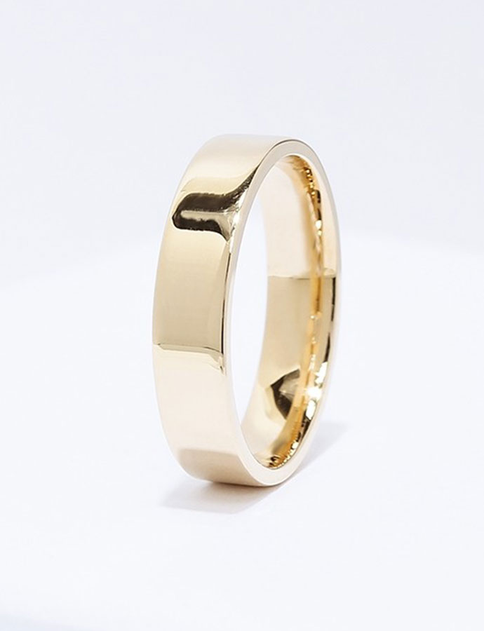 Front View of the Ecksand Men's Mirror men's wedding band in Yellow Gold