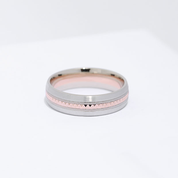 Front View of the Ecksand Men's Two-Tone Hammered Men's Wedding Band in White Gold